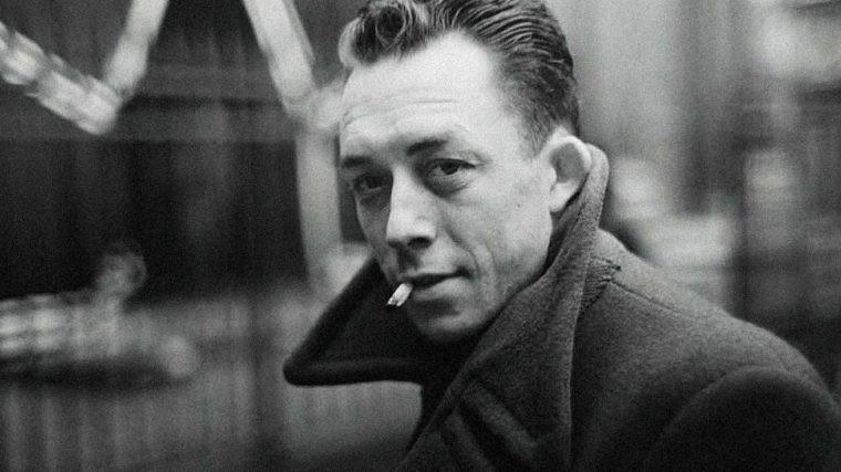 Albert Camus mit Zigarette